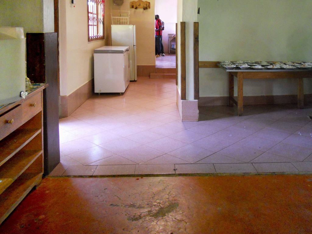 Progetti completati in kenya nel 2013 rivestimento in - Piastrellare la cucina ...